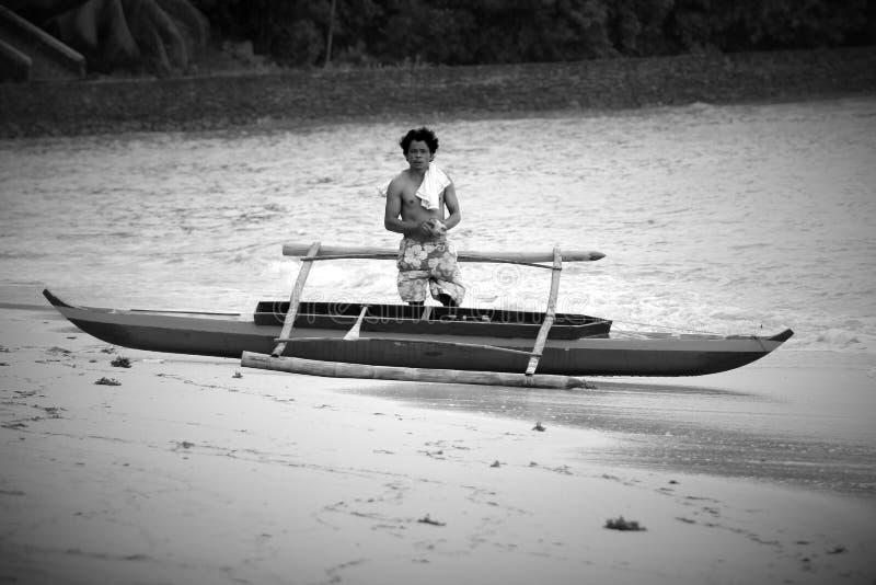 Un hombre en un barco imágenes de archivo libres de regalías