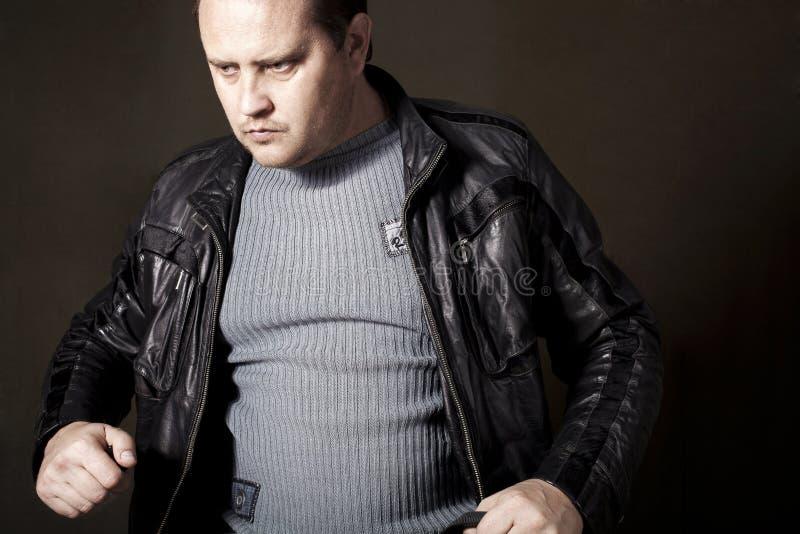 Un hombre en una chaqueta imagen de archivo