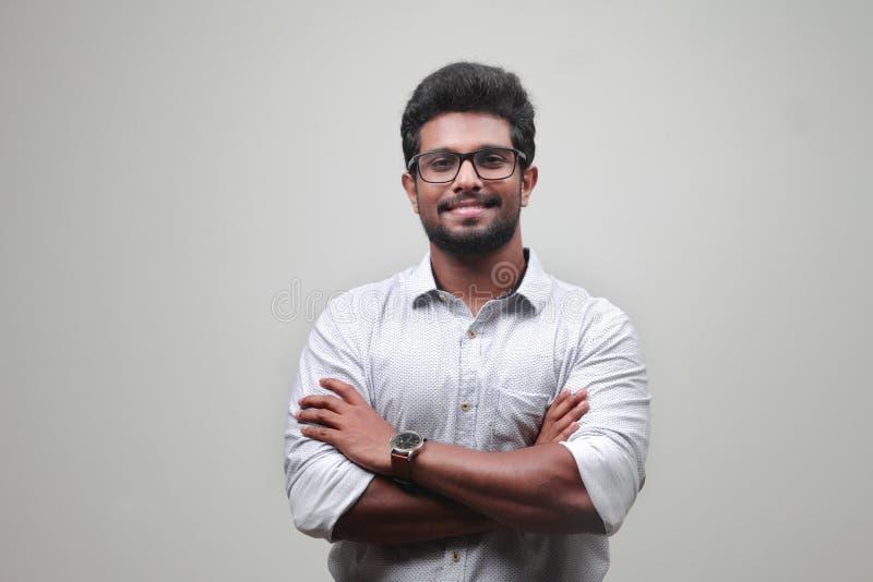 Un hombre joven de origen indio imágenes de archivo libres de regalías