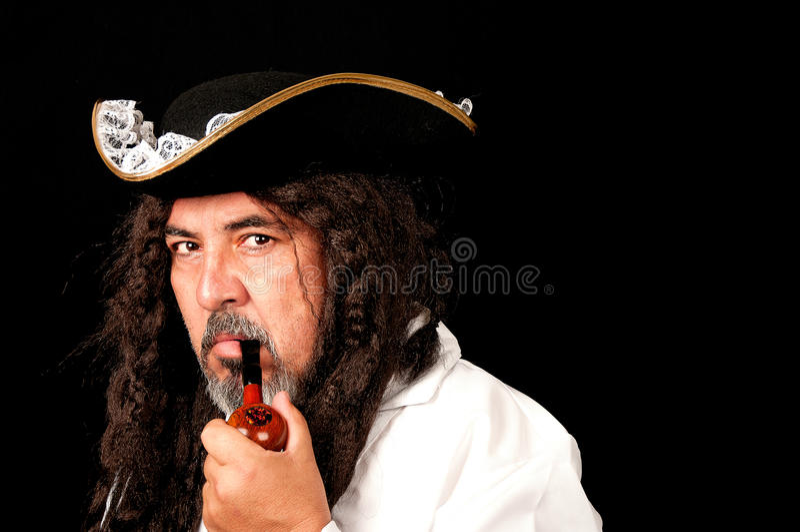 Un hombre vestido como pirata. fotografía de archivo libre de regalías