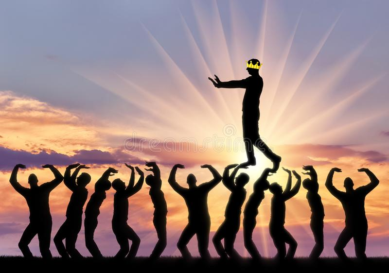 Un homme égoïste marche les têtes des personnes, il est aveugle, sa couronne ferme ses yeux pour voir images libres de droits