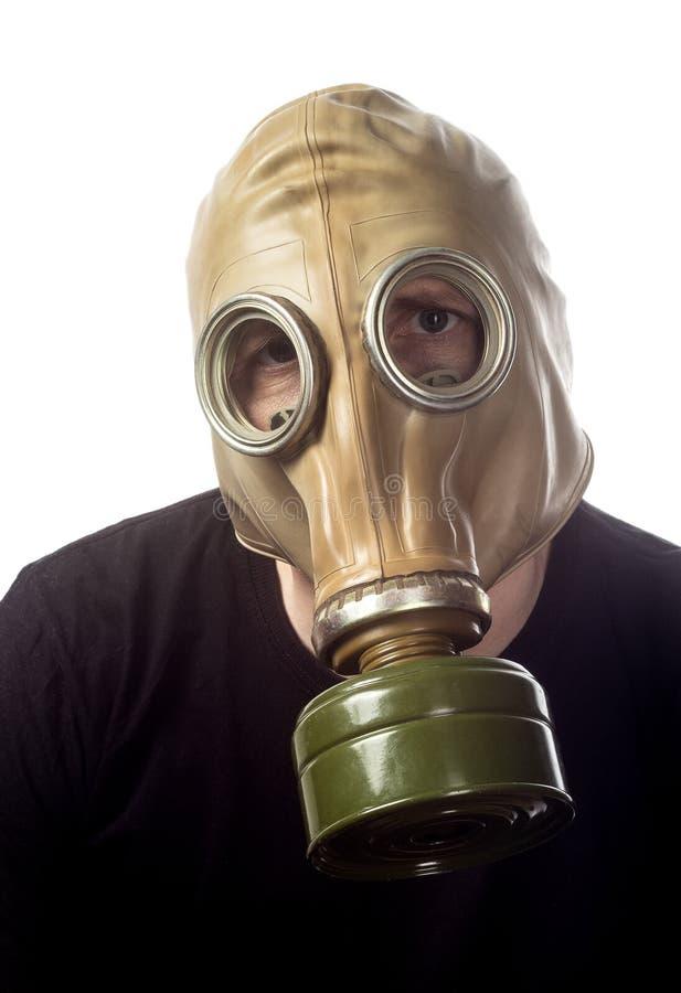 Un homme dans un masque de gaz GP-5 photo stock