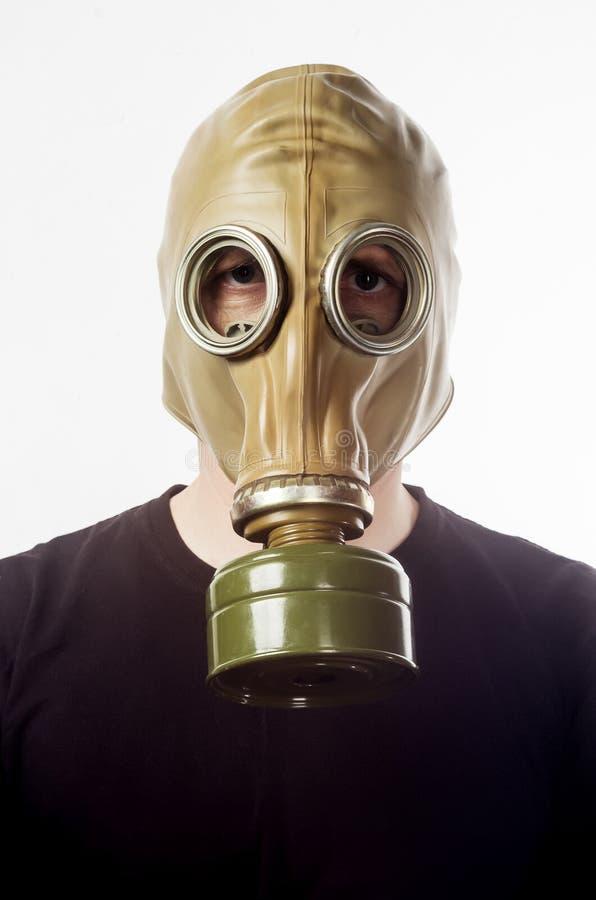 Un homme dans un masque de gaz GP-5 photographie stock