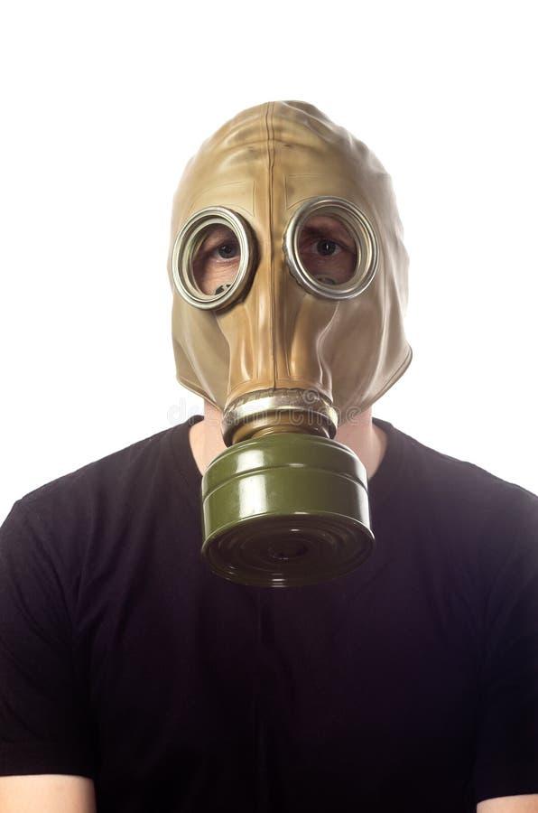 Un homme dans un masque de gaz GP-5 images stock