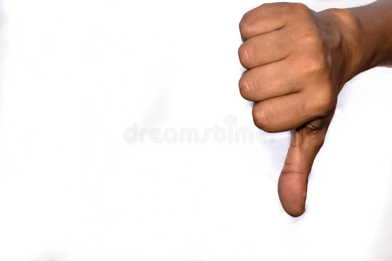 Un homme montrant des coups vers le bas La désapprobation DIS conviennent, aversion, négatif, rejet, concept lunhappy image stock