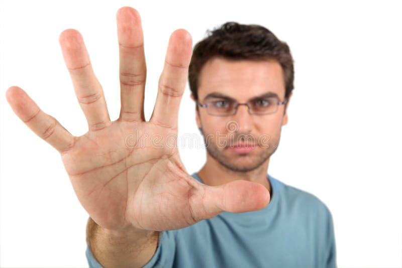 Un homme ouvrant sa main images stock
