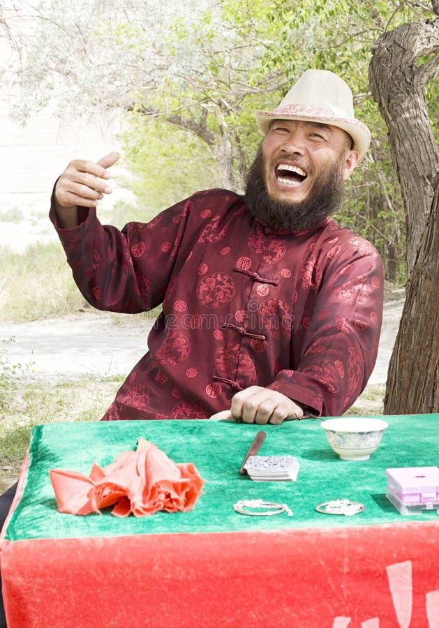 Un homme riant photo stock