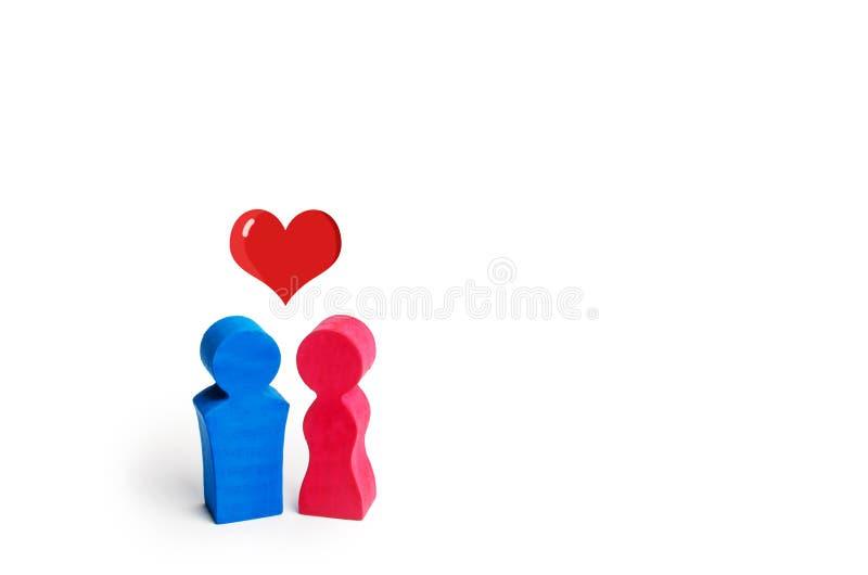 Un homme, une femme et un coeur entre eux Le concept de l'amour et de la sympathie entre deux personnes Relations hétérosexuelles photos libres de droits