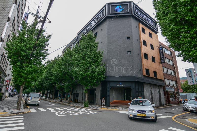 Un hotel moderno en el centro de la ciudad de Busán fotografía de archivo libre de regalías
