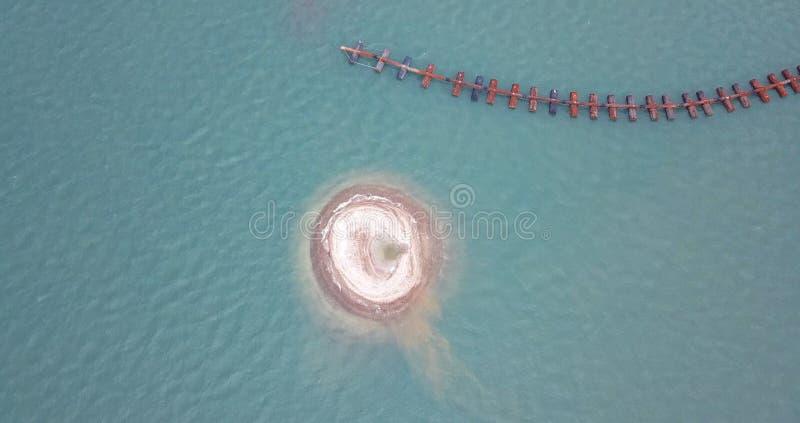 Un hoyo de arena después de chupar de una extracción privada de la arena de la compañía del ` s imagen de archivo libre de regalías