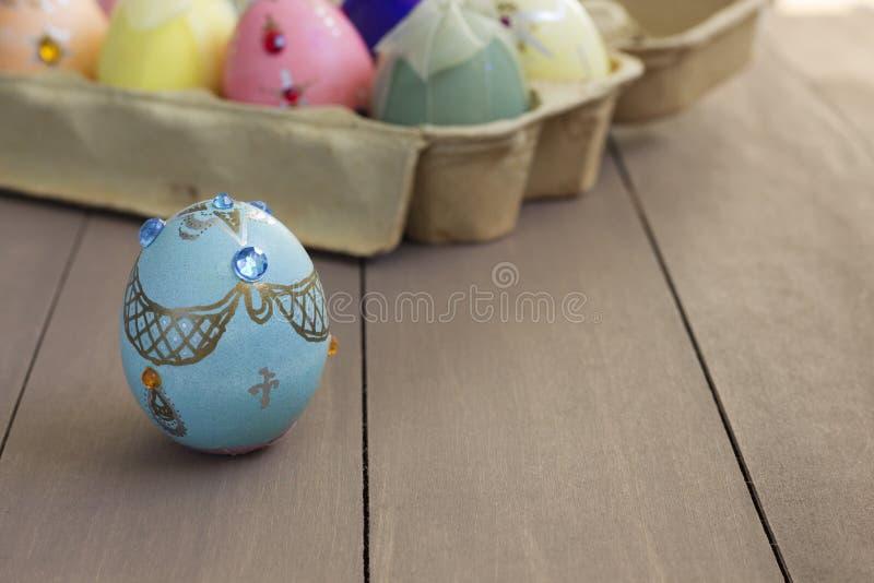 Un huevo de Pascua adornado hecho a mano imagen de archivo