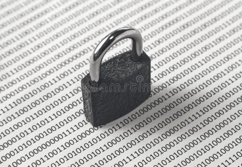 Un'immagine in bianco e nero di concetto che può essere usata per rappresentare sicurezza cyber o la protezione di programma Ques immagini stock libere da diritti