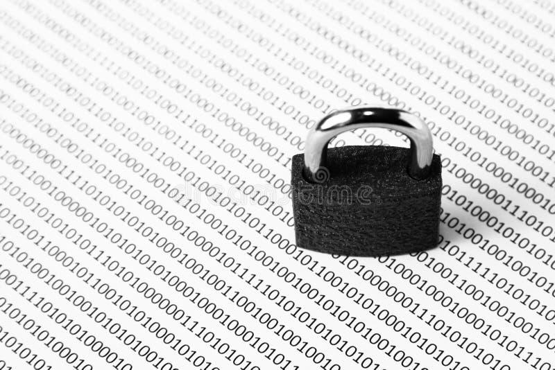 Un'immagine in bianco e nero di concetto che può essere usata per rappresentare sicurezza cyber o la protezione di programma Ques immagini stock