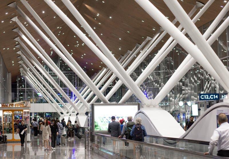Un'immagine dei portoni del depature di un aeroporto malese fotografia stock