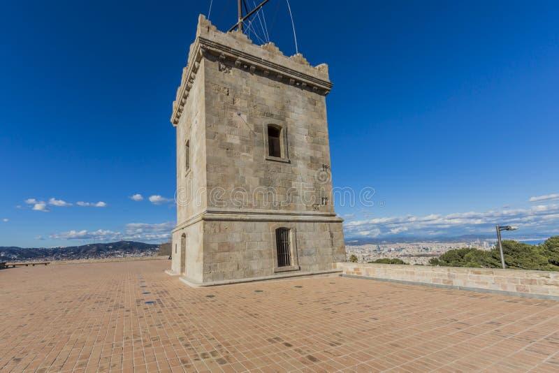 Un'immagine di una delle torri del castello di Montjuic a Barcellona immagine stock