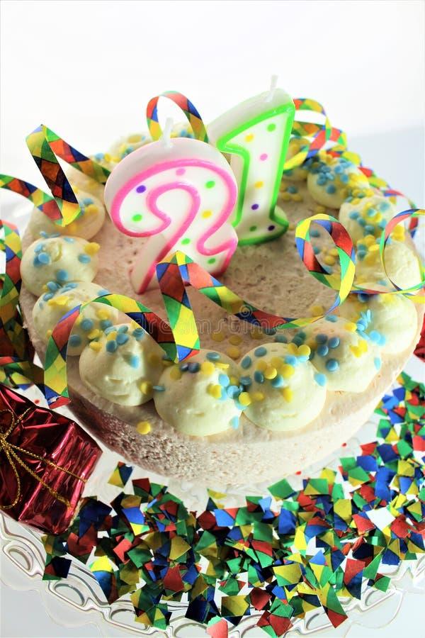Un'immagine di una torta di compleanno - di concetto compleanno 21 fotografia stock