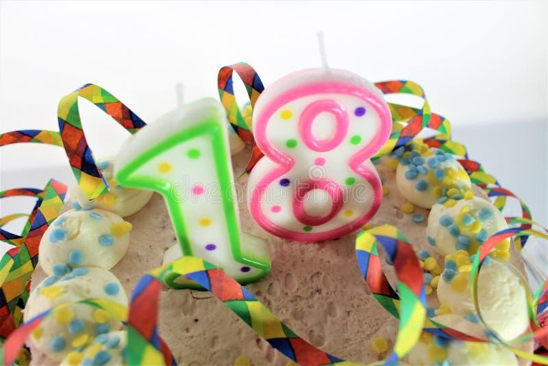 Un'immagine di una torta di compleanno - di concetto compleanno 18 immagine stock libera da diritti