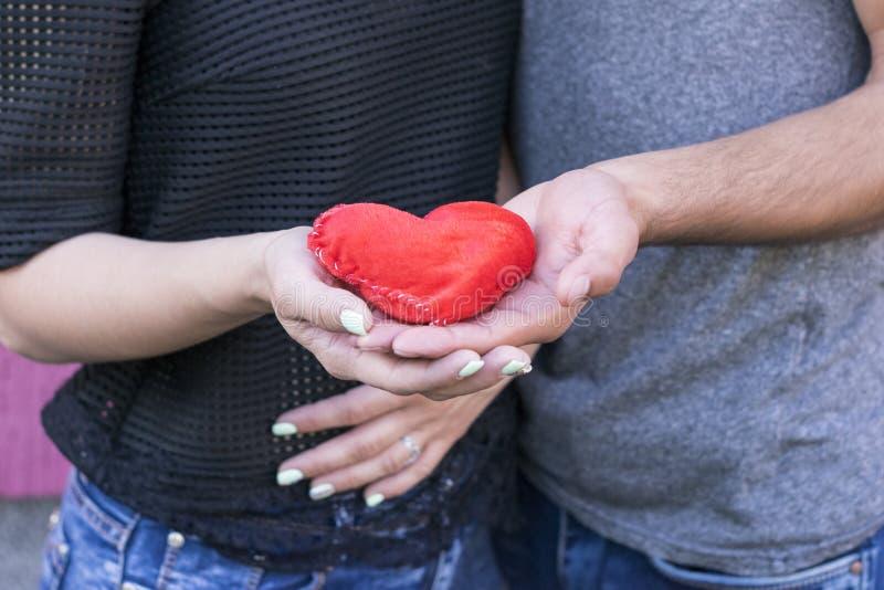 Un'immagine dolce di due amanti fotografia stock libera da diritti