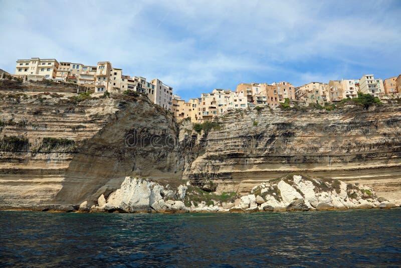 Un'incredibile vista della casa di Bonifacio sull'isola della Corsica immagine stock