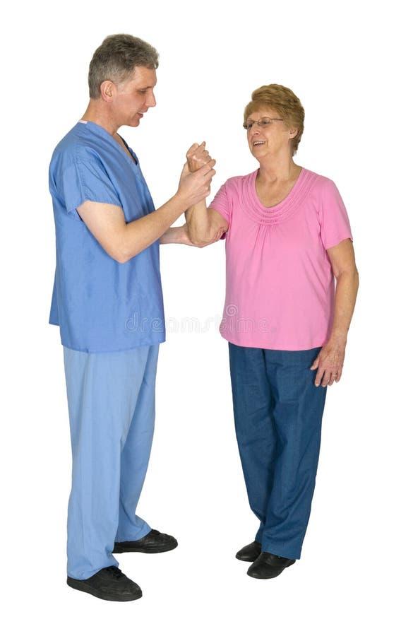 Infermiere, terapia fisica, donna anziana senior matura fotografie stock libere da diritti