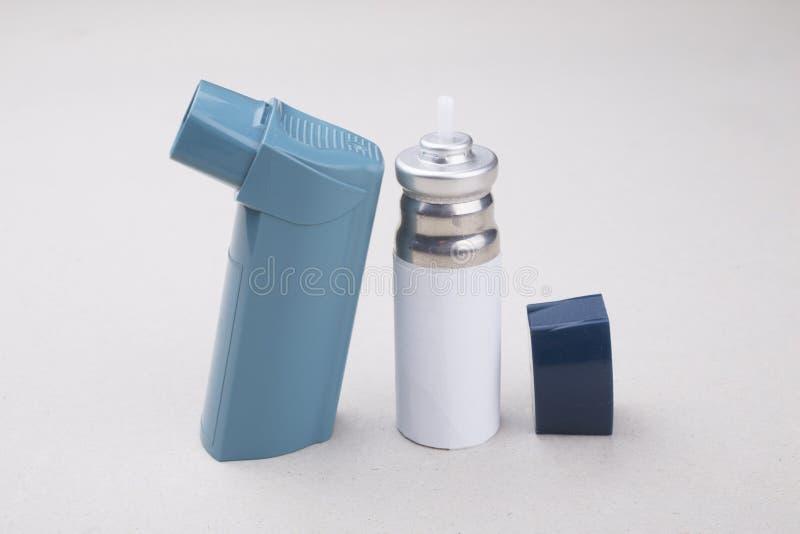 Un inhalateur d'asthme images stock