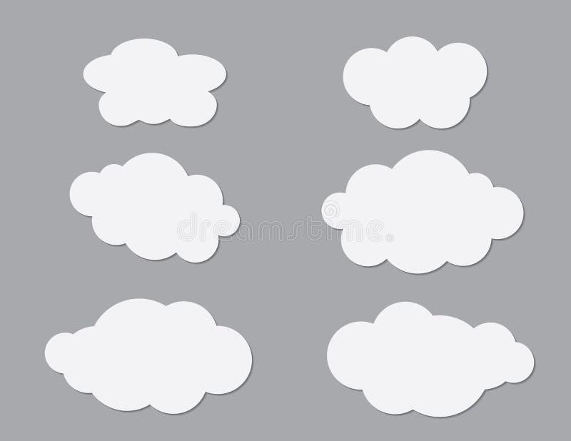 Un insieme dei clipart bianchi delle nuvole sul vettore grigio scuro del fondo illustrazione vettoriale