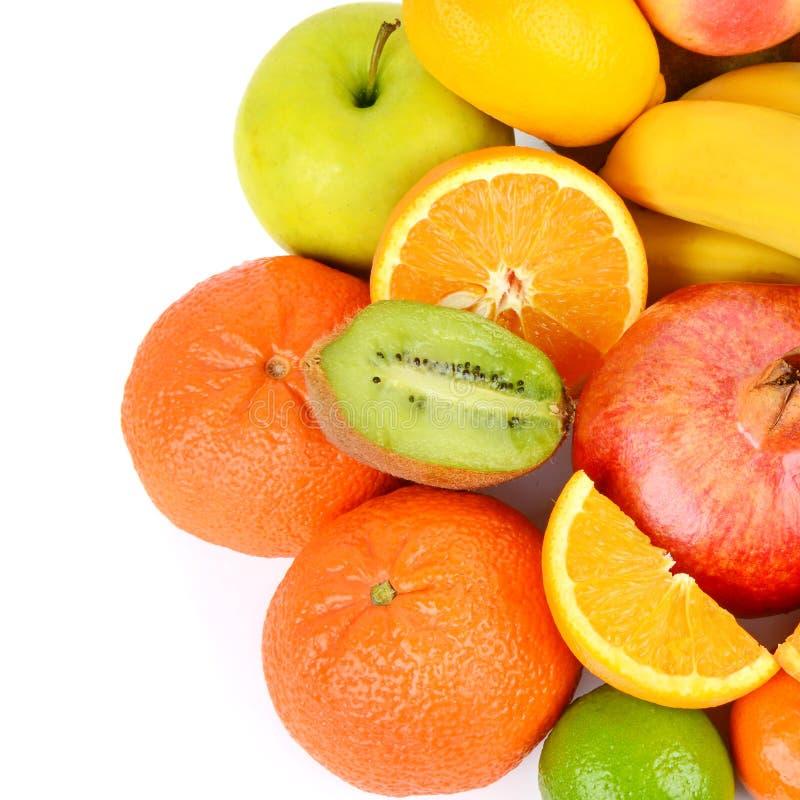 Un insieme dei frutti isolato su fondo bianco Alimento sano Disposizione piana, vista superiore immagine stock