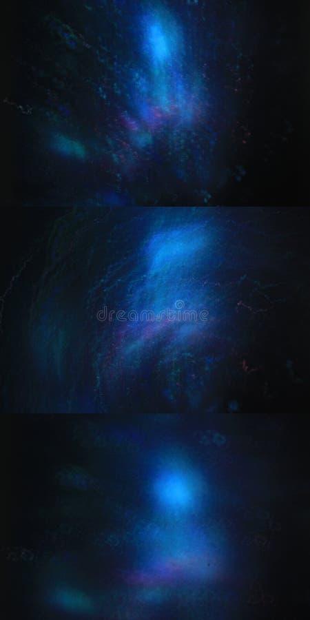 Un insieme del bokeh di buio tre con le luci blu illustrazione di stock