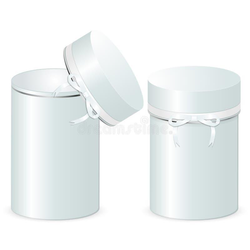 Un insieme di due contenitori di regalo cilindrici con un arco Modello delle scatole aperte e chiuse isolate su un fondo bianco royalty illustrazione gratis