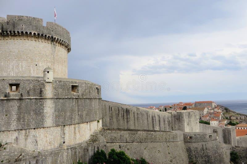Un intéressant closeup de la tour de Tvr?ava Min?eta ou Minceta photographie stock