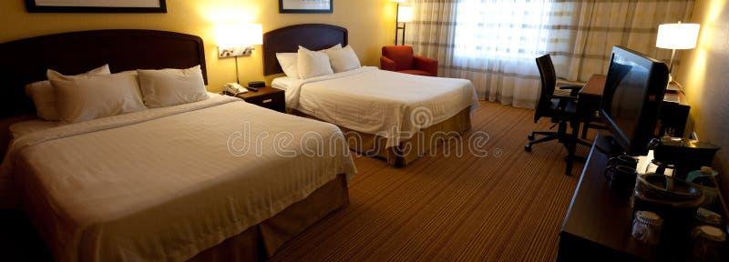 Un intérieur gentil de chambre d hôtel avec deux bâtis