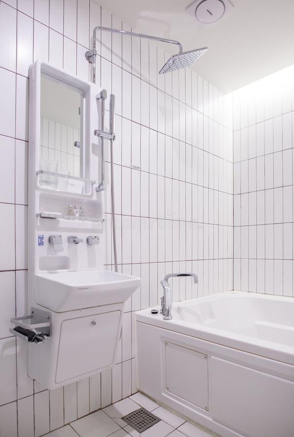 Un interior de un cuarto de ducha fotos de archivo libres de regalías