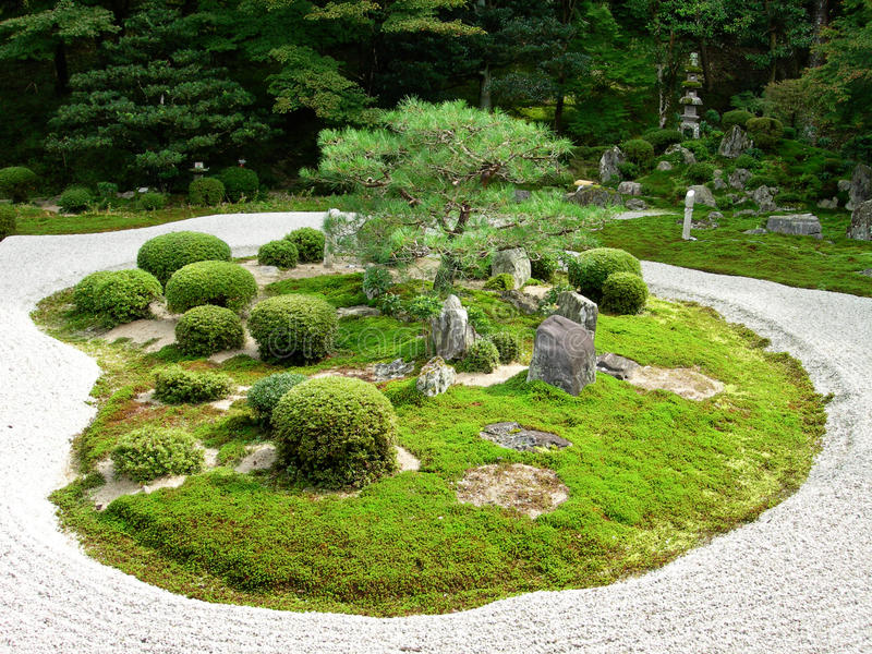 Un jardín de piedra japonés imagen de archivo
