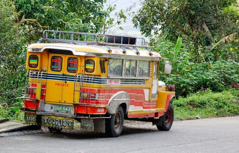 Un jeepney en la calle en Banaue, Filipinas imagen de archivo