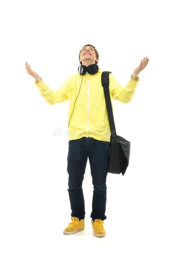 Un jeune et heureux adolescent dans des écouteurs images stock
