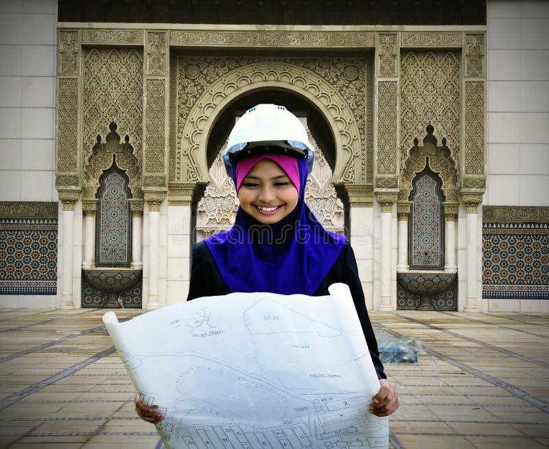 Un jeune femme musulman d'architecte image libre de droits