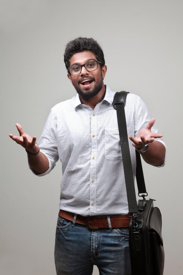 Un jeune homme d'origine indienne images libres de droits