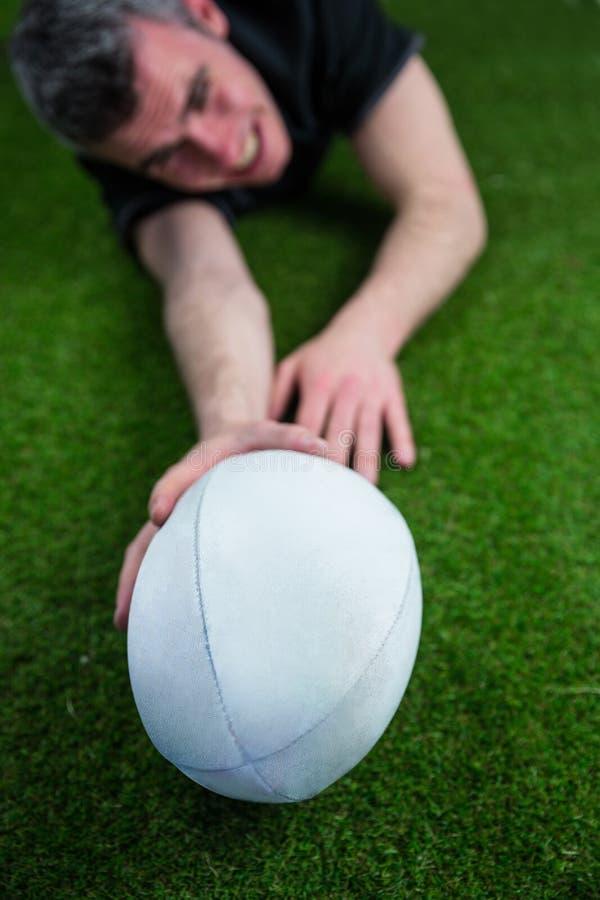 Download Un Joueur De Rugby Marquant Un Essai Image stock - Image du : 56485061