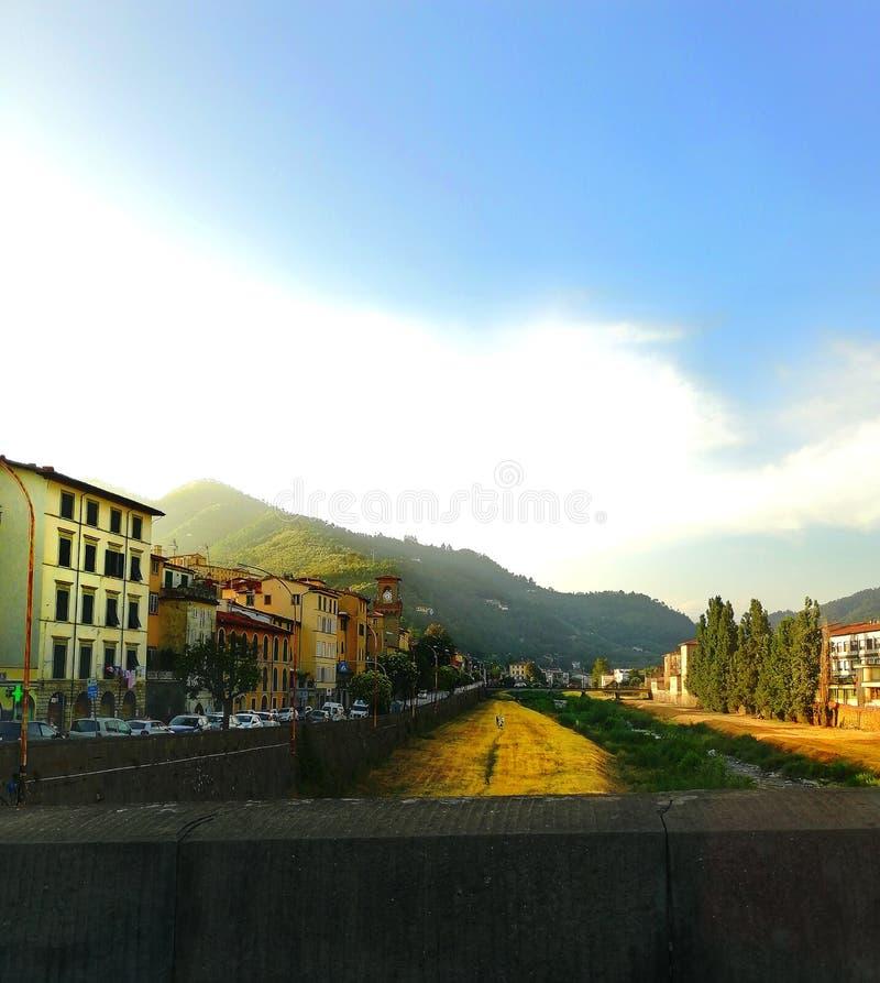 Un jour chaud d'été dans Pescia, la Toscane photos libres de droits