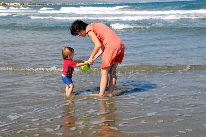 Un jour d'amusement sur la plage photos libres de droits