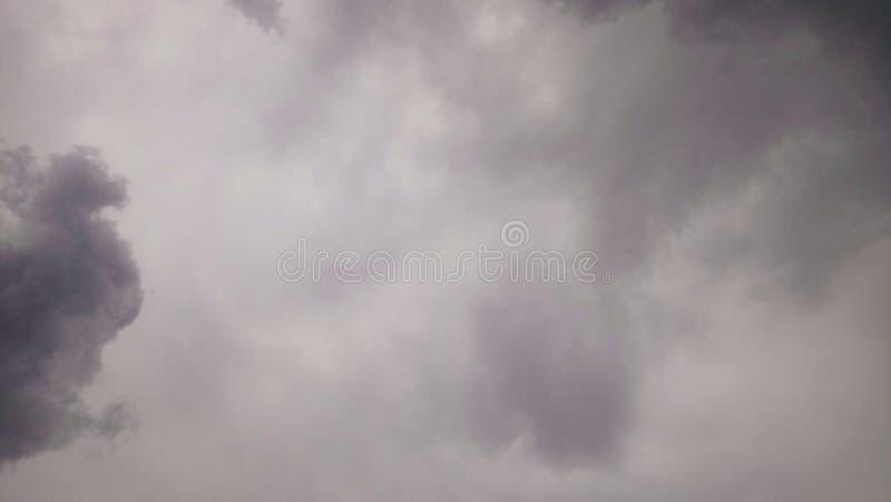 Un jour de brouillard aiment un jour de pluie photographie stock libre de droits