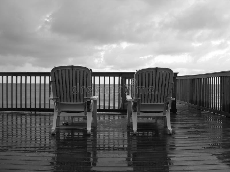 Un jour pluvieux à la plage photos libres de droits