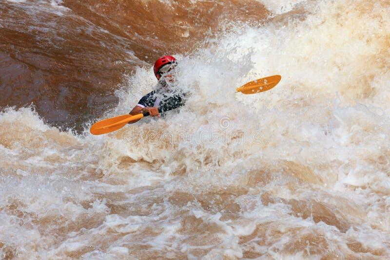 Un kayak dans le fleuve de Wa image stock