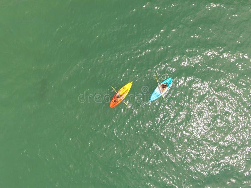 Un kayak di due genti sul mare, il golfo del Siam il 23 febbraio 2017 fotografie stock