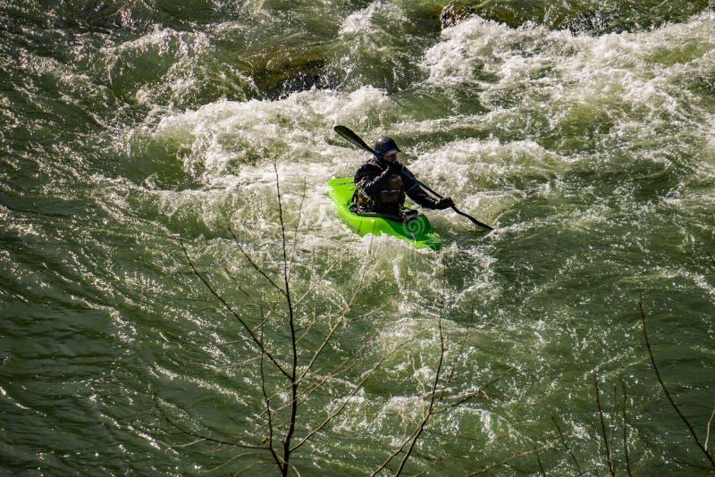 Un Kayaker dans le passage de Goshen - 2 photographie stock