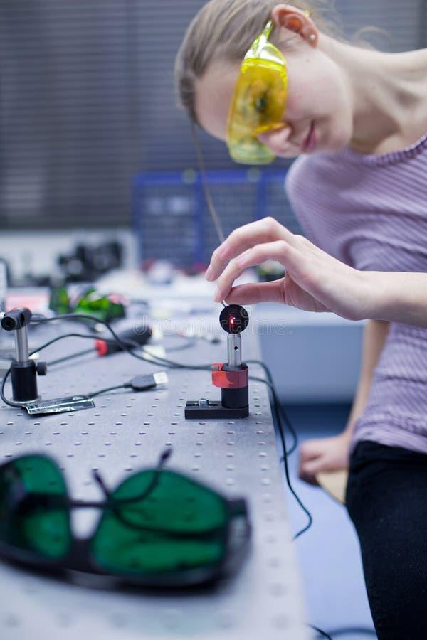 In un laboratorio di ottica di quantum fotografia stock libera da diritti