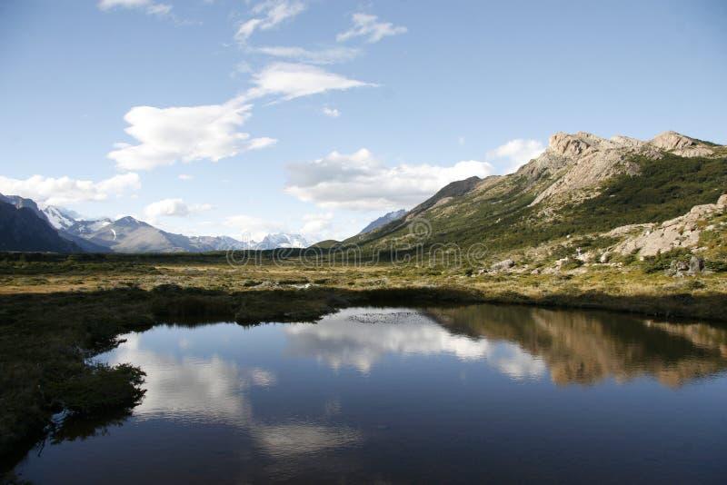 Un lac dans le patagonia images libres de droits
