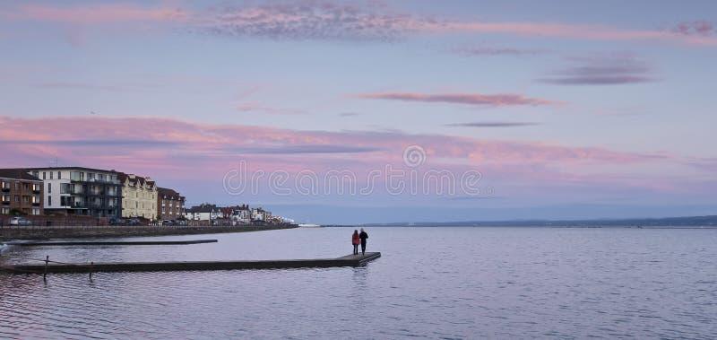 Un lac marin au coucher du soleil, dans l'ouest de Kirby, Angleterre, Royaume-Uni images libres de droits