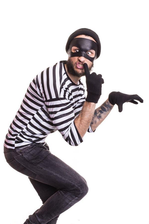 Un ladrón con la máscara que se escabulle reservado fotografía de archivo