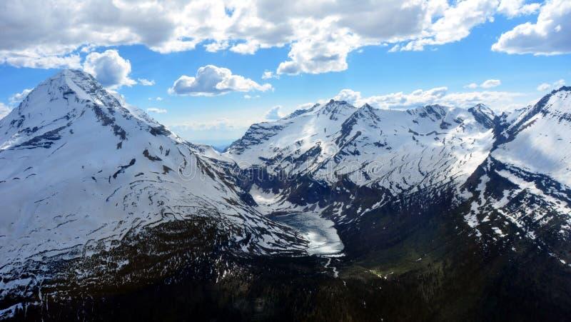 Un lago congelado. Parque nacional de glaciar imagenes de archivo